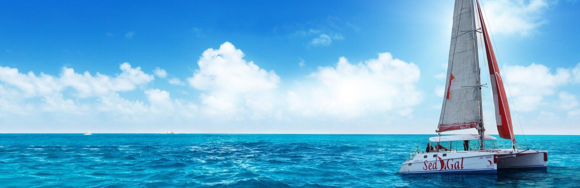 קטמרן בים כחול