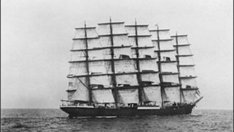 הטעות שהובילה לטביעת המפרשית הגדולה בעולם